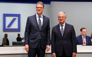 株主総会に出席するクリスティアン・ゼービングCEO(左)とパウル・アハライトナー監査役会会長=ロイター