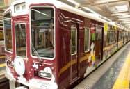 阪急阪神HDはラッピング列車でSDGsを啓発する(27日午前、阪急梅田駅)