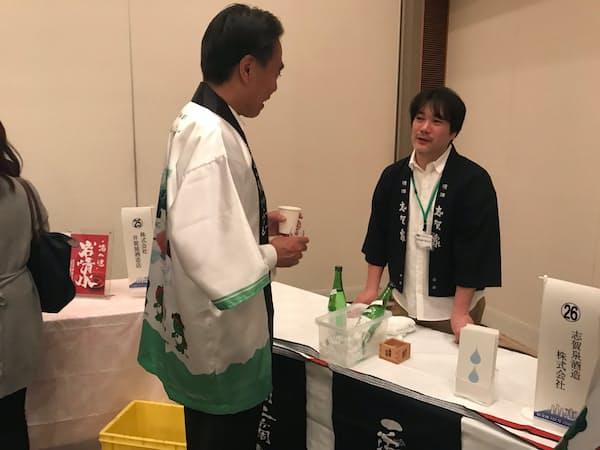 山恵錦を使う27蔵による試飲会が開かれた(20日、長野市)