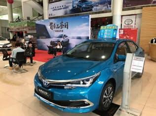 日系車メーカーなどは新エネルギー車の生産・販売を急ぐ(広東省広州市のトヨタ自動車の販売店)