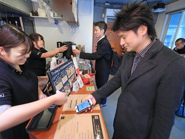 月額定額制のコーヒー店「コーヒーマフィア」。スマホの会員証を示せばコーヒーが飲み放題(東京・西新宿)
