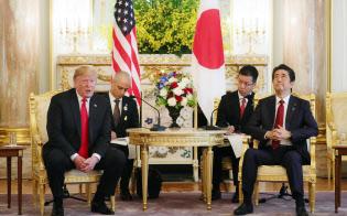 日米首脳会談に臨む安倍首相とトランプ米大統領(5月27日、東京・元赤坂の迎賓館)
