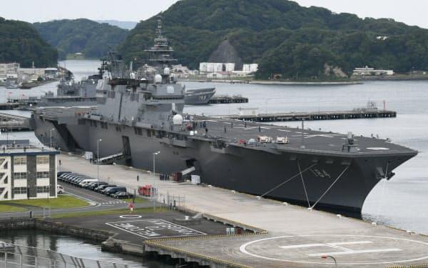 安倍首相とトランプ米大統領が視察した海上自衛隊の護衛艦「かが」(28日、神奈川県横須賀市)