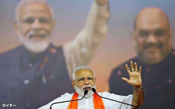 モディ氏は選挙期間中も巧みな弁舌でインドの大衆をひき付けた=ロイター