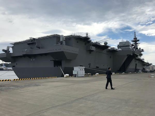 安倍首相とトランプ米大統領が乗艦した護衛艦「かが」