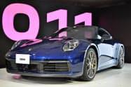 ポルシェは主力スポーツ車の新型「911」を日本で初公開した(5月28日、東京都内)