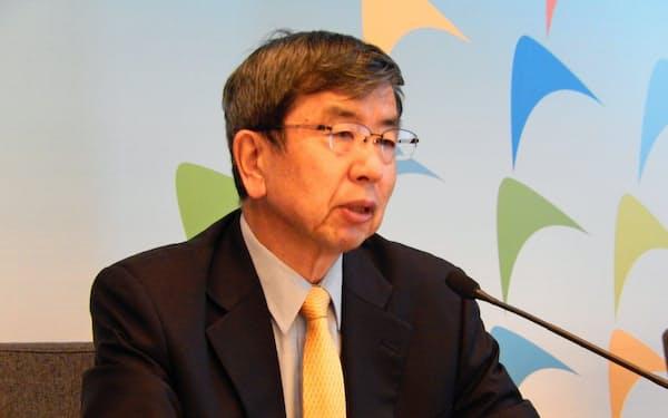 記者会見したアジア開発銀行の中尾総裁(28日、北京市内)