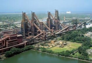アルセロール・ミタルと共同で、印エッサール・スチールの買収を目指す(エッサールの製鉄所)