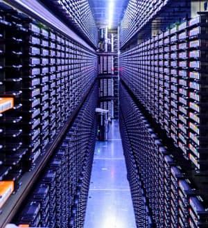 5G時代は大量のデータを使うため、光ファイバーもたくさん必要だ