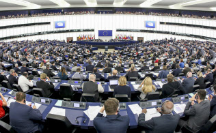 欧州議会はEUの法案承認や重要人事に権限を持つ(仏ストラスブール)=欧州議会提供