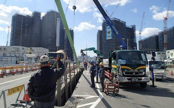 選手村ではパイプラインの敷設も進む(東京都中央区)