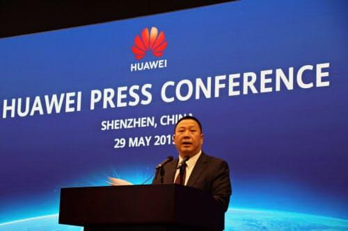 米国との訴訟について記者会見するファーウェイの宋柳平・上級副社長(29日、広東省深圳市)