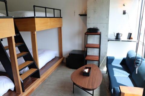 ビルの空室などを改装し、ホテルとして開業する(29日、福岡市博多区)