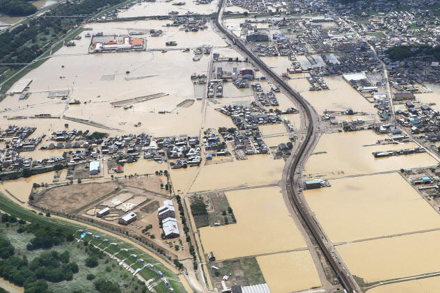 2018年7月の西日本豪雨で冠水した岡山県倉敷市真備町