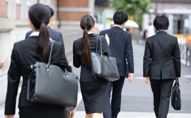 経団連ルール上は「6月1日」が選考解禁日だ(18年6月1日、東京・丸の内)