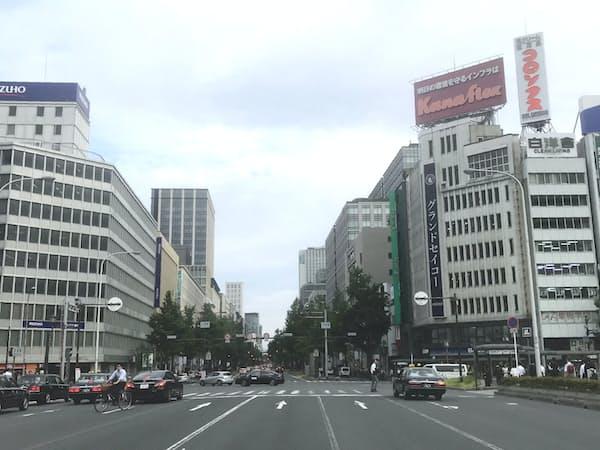 御堂筋を挟む東西角地の再開発で街道の「玄関口」の表情が変わる(大阪・淀屋橋)