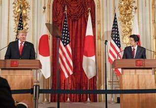 共同記者会見をするトランプ米大統領と安倍首相(5月27日、東京・元赤坂の迎賓館)