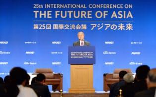 「アジアの未来」で基調講演するマレーシアのマハティール首相(30日、東京都千代田区)