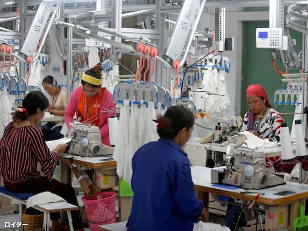 カンボジアでは縫製業が盛んだ=ロイター