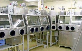 国立感染症研究所村山庁舎のBSL-4施設の内部(東京都武蔵村山市)=同研究所提供・共同
