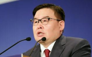 「アジアの未来」で講演するモンゴルのゴンボジャヴ・ザンダンシャタル国民大会議議長(30日、東京都千代田区)