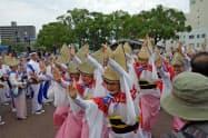 振興協会による総踊りは祭りのキラーコンテンツとして期待が大きい(2018年9月、徳島市内でのチャリティーで)