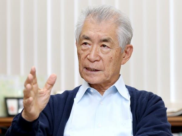インタビューにこたえる本庶佑・京都大特別教授