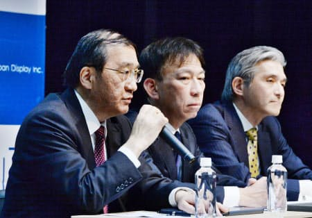 4月に台中連合との合意を発表した後も関係者間の協議は続いた(写真は4月の会見、東京都港区)