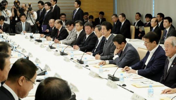 首相官邸で開かれた中央防災会議(31日)