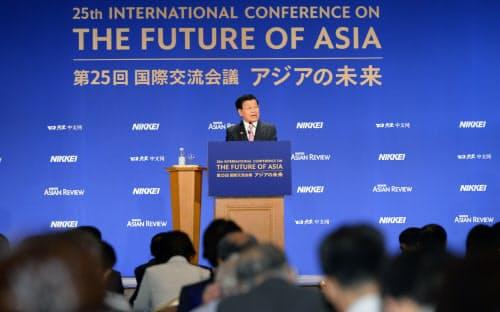 「アジアの未来」で基調講演するラオスのトンルン首相(31日、東京都千代田区)