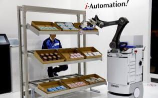 世界の主要企業がコボットの開発を進めている(オムロンのTMシリーズ)=ロイター