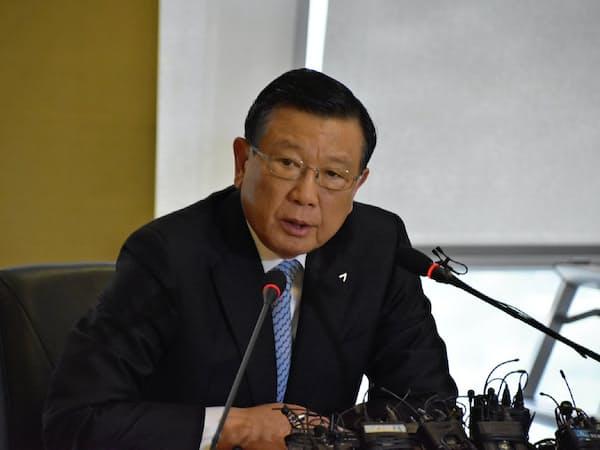 創業家出身の朴三求氏は会長職から退き、アシアナ航空売却を迫られた(2018年7月、機内食遅配問題についての記者会見で)