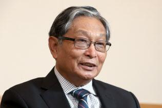 インタビューに答えるミャンマーのチョー・ティン・スエ国家顧問府相(31日、東京都千代田区)