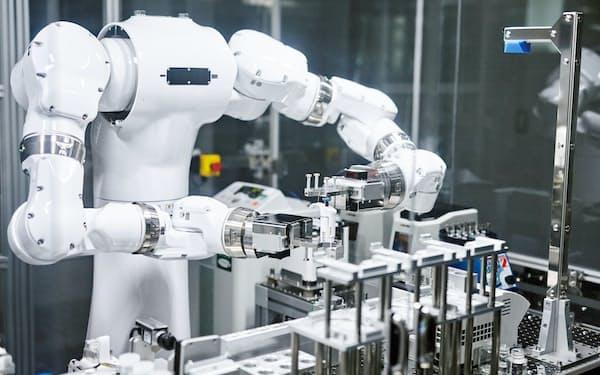 理研と産総研は実験ロボ「まほろ」をAIが立てた仮説の検証に使う計画