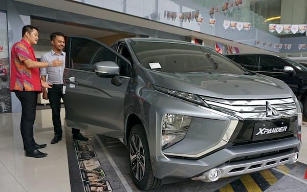インドネシアは新車販売の減少が続いている(ジャカルタの自動車販売店)