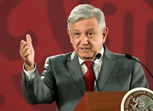会見するメキシコのロペスオブラドール大統領(5月31日、メキシコシティ)=ロイター