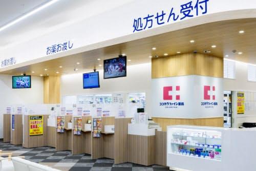 薬剤師が店舗からパソコンやタブレットで患者と対面する(写真はココカラファインの調剤薬局)