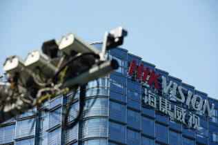 監視カメラ大手ハイクビジョンの株価も大きく下げた=ロイター