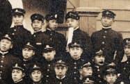旧制中学の卒業写真の萩原朔太郎(後列右から2人目)=共同