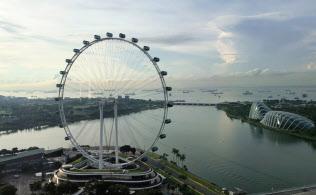 シンガポールでマラッカ海峡を望む