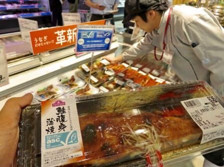 イオンはウナギの代替品としてサケのかば焼きを提案する(東京都江戸川区のイオン葛西店)