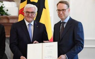 ECBの次期総裁として有力視されるイェンス・ワイトマン氏(右)は、最近ドイツ連銀の総裁として2期目に任命されたばかりだ=ロイター
