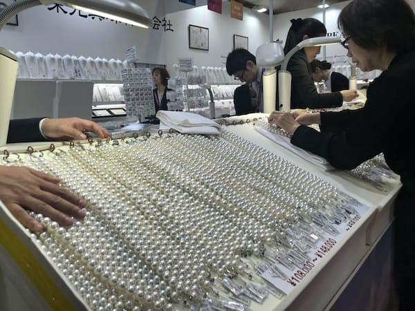 5月の神戸国際宝飾展に国内外から2千人超が来訪した