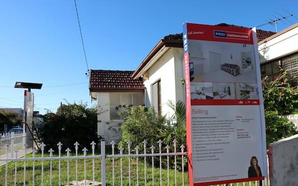 シドニーでは売り出し中の住宅が目立つ