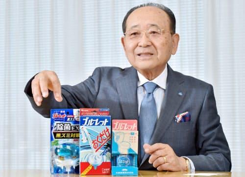 こばやし・かずまさ 1939年兵庫県宝塚市生まれ。甲南大経卒。62年小林製薬入社。65年米国コロンビア大学に留学。商品開発などを陣頭指揮し「ブルーレット」などの数々のヒット商品を生み出してきた。76年社長、2004年会長。