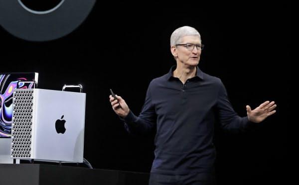 アップルのクックCEOが基調講演の冒頭で語り始めたのは次期OSやハードの戦略ではなく、サービス部門の強化策だった(3日、米カリフォルニア州)=AP