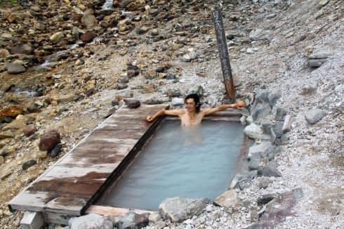 野趣にとむ日本最高所の野天風呂で