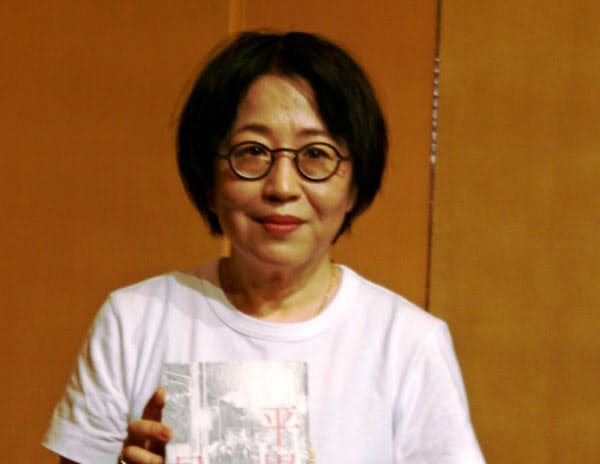 山本賞の朝倉さんは「社会的に立場の弱い人を書きたい」と語る