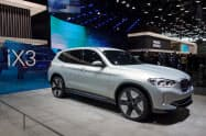 BMWは電動車でも競合と手を組む(写真は20年に発売するEV「iX3」)