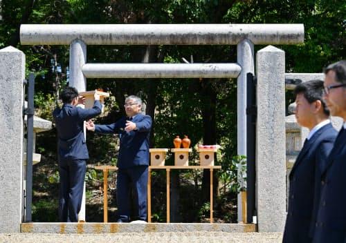 用明天皇陵で行われた正辰祭(5月23日、大阪府太子町)